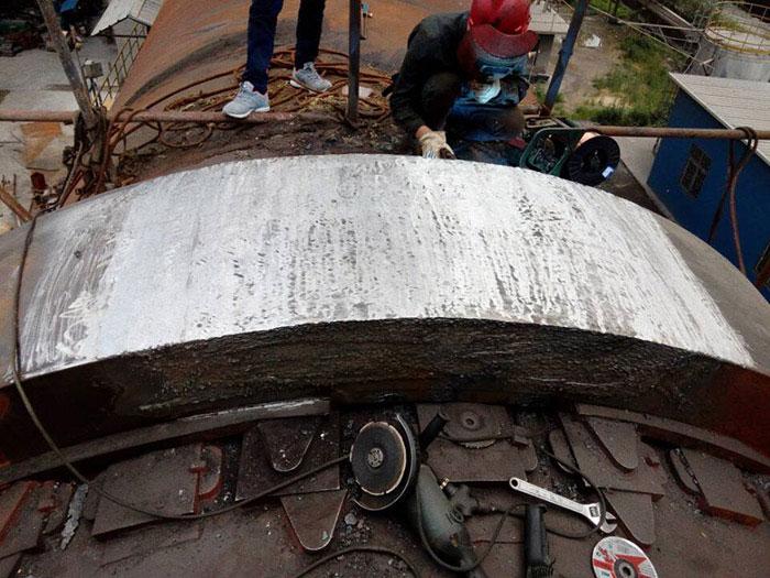 球磨机端盖断裂的修复