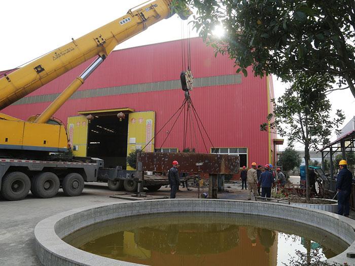 180吨吊车起吊亚东轮带