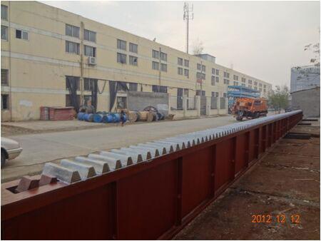 湖南华菱湘潭钢铁有限公司齿条(长38M)修复后对接中