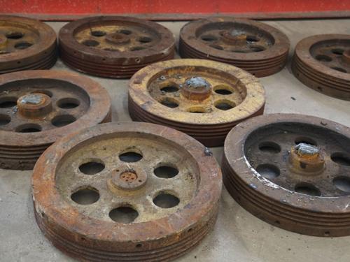 武钢剪切机铸铁机身破损修复前后照片,齿轮修复前后图片,圆盘修复照片